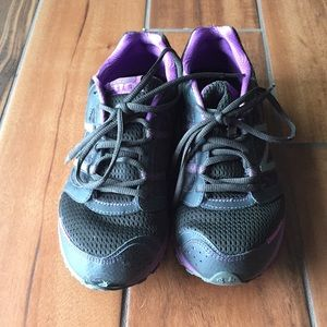 New Balance Black and purple workout shoes